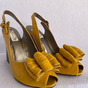 Joy Folie Mustard Heeled Wedge Sling Back Size 9.